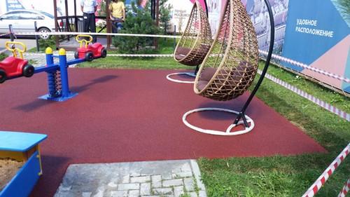 Уличное покрытие для детских площадок резиновая крошка